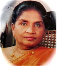 Portrait photo of the artist Latha Walpola